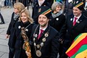Gab sein Zepter ab: Der letztjährige Gallivater Jörg Küchler mit Gattin Yvonne. (Bild: Philipp Schmidli (Kriens, 13. Januar 2018))