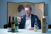 Japan-Experte Charly Iten will den Reiswein Sake in der Schweizer Gastroszene fördern. (Bild: Maria Schmid (Unterägeri, 19. September 2017))