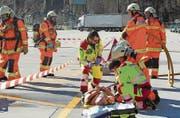 Bei der Übung gingen die Einsatzkräfte davon aus, dass sich eine Person verletzt hatte. Bild: Kapo Uri (Erstfeld, 17. März 2017)