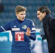 Luzerns Idriz Voca (links) im Gespräch mit Trainer Gerardo Seoane. (Bild: Alexandra Wey/Keystone (Luzern, 3. Februar 2018))