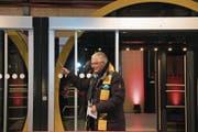 Der ehemalige Schwyzer Pfarrer Reto Müller segnete die Bahn ein.