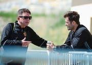 Remo Gaugler (links) und Basels Trainer Raphael Wicky – hier im Saisonvorbereitungscamp – tauschen sich praktisch täglich aus. (Bild: Daniela Frutiger/Freshfocus (Crans-Montana, 13. Juli 2017))