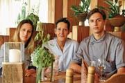 Gastgeberin Claudia Achermann mit ihren Kindern Vivienne und Timon im «Canadian im Rössli». (Bild: Adrian Venetz (Stalden, 13. Juli 2017))