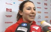 Wendy Holdener gab gleich wieder Interviews. (Bild: Tele1)