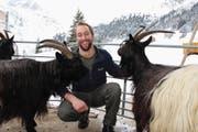 Landwirt Christian Näf setzt nicht auf Kühe, sondern ausschliesslich auf Ziegen. (Bild: Elias Bricker (Göscheneralp, 10. Januar 2017))