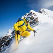 Ueli Steck in Aktion 2015 im Himalaya-Gebirge. (Bild: Instagram / danpatitucci)