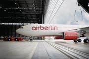 Ein Verkehrsflugzeug vom Typ Airbus A 330 der Fluggesellschaft Air Berlin. (Bild: VOLKER HARTMANN (AP dapd))