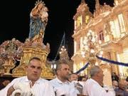 Auf Malta gibt es im Sommer praktisch jedes Wochenende eine Prozession, wie hier in Gudja. (Bild: Dominik Buholzer)