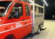 In Ausserschwyz musste die Pfäffiker Feuerwehr an einen Heckenbrand ausrücken. (Symbolbild)