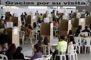 Bei der Volksabstimmung am Sonntag stimmten 50,21 Prozent gegen den Vertrag, wie die Wahlbehörde mitteilte. (Bild: EPA)