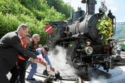 150 Jahre Brünigstrecke: Die Dampflok wird auf der neuen Drehscheibe verschoben. (Bild: Andy Mettler / Swiss-Image)