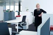 Kim Stratton, die Chefin von Shire International in den neuen Büroräumlichkeiten auf dem Siemens-Areal in Zug. (Bild: Stefan Kaiser / Neue ZZ)