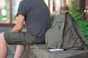 Sebastian hat das Wichtigste in seinen Rucksack gepackt. (Bild: Maria Schmid (7. Juni 2017))