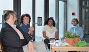Dimitri Moretti, Diana Arnold, Akberet Mehari und Kanlaya Zwyssig (von links) debattieren im Schulhaus Bernarda über Heimat und Gerüche. (Bild: Remo Infanger (Altdorf, 8. April 2017))