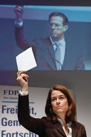 FDP-Präsidentin Petra Gössi zeigte gestern an der DV in Biel wenig Begeisterung für die No-Billag-Initiative. (Bild: Peter Klaunzer/Keystone)