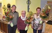 Das Siegertrio der Jahresmeisterschaft des Urner Schieberjasses; von links: Moritz Dittli (2.), Siegerin Theres Brücker und Dorli Schelbert (3.). (Bild: Georg Epp (Altdorf, 28. November 2017))