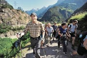 Paul Dubacher organisiert zum 15. Mal die Gotthard-Wanderung. (Bild: Urs Hanhart (Amsteg, 16. Juni 2012))