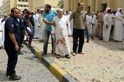 Tragische Bilder aus Kuwait nach einem Anschlag auf eine Moschee. (Bild: Keystone)