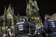 An der Silvesternacht in Köln kam es zu mehreren Zwischenfällen. Im ersten Prozess ist nun der Angeklagte vom Vorwurf der sexuellen Nötigung freigesprochen worden. (Symbolbild) (Bild: Keystone)
