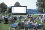 Am Open Air-Kino in der Badi Buochs-Ennetbürgen. (Bild: Nadja Häcki/NZ, Buochs, 6. Juli 2017)
