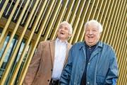 Friedel Rausch (links), hier 2014 mit dem damaligen Meister-Präsidenten Romano Simioni, kann wieder lachen. (Bild: Philipp Schmidli / Neue LZ)