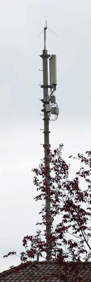 Nicht überall beliebt: Mobilfunkantennen. (Bild: Martin Uebelhart)