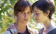 Alicia Vikander (links) und Eva Green spielen im Drama «Euphoria» zwei Schwestern, die sich langsam wieder annähern. (Bild: ZFF)
