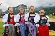 Zum ersten Mal als Ehrendamen dabei (von links): Rahel Bünter, Saskia Lussi, Aaricia Lauwers und Ladina Schuler. (Bild: Robert Hess / Neue OZ)