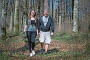 Angela Kaufmann und Cyrill Wyrsch wandern bald mit einer Karrette auf fernen Pfaden. (Bild: Corinne Glanzmann (Kägiswil, 15. März 2017))