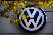 VW gerät immer mehr unter Druck. (Bild: AP Photo/ Markus Schreiber)