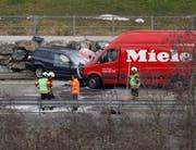 Hoher Schaden an beiden Fahrzeugen. (Bild: Geri Holdener, Bote der Urschweiz)