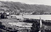 Der eidgenössische Schwingertag fand 1943 auf dem Schwingplatz direkt am Zugersee statt. (Bild: Zuger Schwingerverband)
