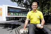 Niklaus Elsener möchte – zusammen mit weiteren Anbietern – einen Fyrabigmarkt in Zug etablieren. (Bild Werner Schelbert)