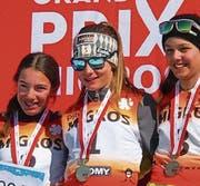Sieg für Eliane Stössel (Mitte) beim Combi-Race Jahrgang 2004, Jasmin Mathis (rechts) wurde Dritte. (Bild: PD)