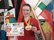 Zeigt stolz ihr weltmeisterliches Diplom und ihre Medaille: Fiona Z'Rotz. (Bild: PD)