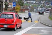 Ein Knackpunkt ist der Langsamverkehr beim Knoten Schächen. Bild: Urs Hanhart (Bürglen, 16. November 2016)