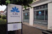 Kunden in der CSS-Filiale in St. Gallen müssen sich vor dem Betreten des Gebäudes identifizieren. (Bild: eca / St. Galler Tagblatt)