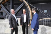 Verwaltungsratspräsident Heinz Keller (Mitte) mit den neu gewählten Verwaltungsräten Joe Christen (links) und André Britschgi auf dem Stanserhorn. (Bild Robert Schuler/PD)