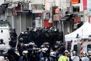 Polizeieinsatz im Pariser Vorortsviertel St. Denis. (Bild: EPA / Etienne Laurent)
