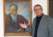 Der Medizinhistoriker Andreas Anderhalden vor dem Porträt von Peter Anton Ming im Sarner Rathaus. (Bild: Romano Cuonz (Sarnen, 6. April 2017))
