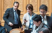 CVP-Präsident Gerhard Pfister (links) und FDP-Präsidentin Petra Gössi im Nationalratssaal. (Bild: Peter Schneider/Keystone (25. April 2016))