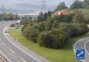 Die Frau wird ins Spital überflogen. (Bild: Geri Holdener, Bote der Urschweiz)