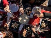 Was isst man an Weihnachten? Oftmals Fondue aller Art, Filet, ab und zu Geflügel, ganz selten eine Gans. (Symbolbild) (Bild: KEYSTONE/TI-PRESS/GABRIELE PUTZU)