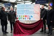 Die Regierungsräte Niklaus Bleiker (Obwalden), Ernst Stocker (Zürich), Stephan Attiger (Aargau), und Benedikt Wuerth (St. Gallen) machen sich in Zürich für die Bahnvorlage FABI stark. (Bild: Keystone)