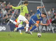 FCL-Trainer Gerardo Seoane (rechts) im FCL-Dress gegen Basel. (Bild: Philipp Schmidli (Emmenbrücke, 14. März 2010))