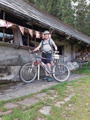 Walter Abächerli auf Besuch auf der Alp Unterunterwengen. (Bild: PD (Giswil, 22. September 2017))