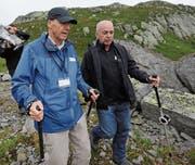Paul Dubacher mit Bundesrat Ueli Maurer auf dem Vier-Quellen-Weg. (Bild: urh (Gotthard, 5. August 2012))
