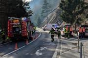 Schwerer Unfall beim Fallenbach zwischen Gersau und Brunnen. Die Strecke ist gesperrt. (Bild: Geri Holdener, Bote der Urschweiz)