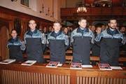 Von links: Jeanine Blättler, Philipp Flury, Adrian Ineichen, Marc Mosig und Michael Odermatt an der Vereidigungsfeier der Nidwaldner Polizei in der Kapuzinerkirche in Stans. (Bild: Sepp Odermatt (1. Dezember 2017))