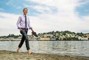 Mal kurz die Füsse vertreten bei der Ufschötti: Tourismusdirektor Marcel Perren liebt die Natur und Luzern. (Bild: Philipp Schmidli (Luzern, 4. August 2017))